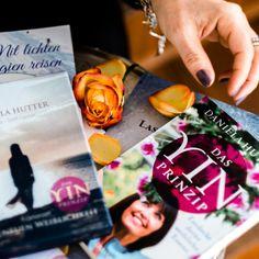 Klein aber fein, das Sortiment in meinem Onlineshop für deinen spirituellen Alltag. Meine Produkte und das Shopping sollen dir ein Lächeln auf die Lippen zaubern und dir auf der Suche nach Inspiration für Meditation, Journaling, Selbstreflexion helfen. Ganz viel Freude & Inspiration, Deine Daniela ♡ Meditation, Inspiration, Spiritual, Lips, Joy, First Aid, Search, Products, Biblical Inspiration