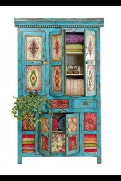 This is so quirky & a great way to do up old furniture. Love this South American style