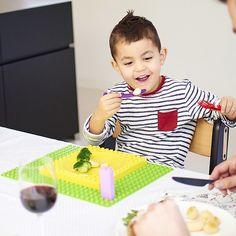 La vajilla infantil para aprender a comer