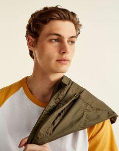 Pull&Bear - uomo - abbigliamento - magliette - maglietta maniche ranglan a contrasto - mostarda - 09233572-I2017