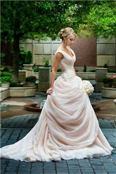 Gorgeous a-line wedding dress perfect for a garden or beach wedding ceremony!