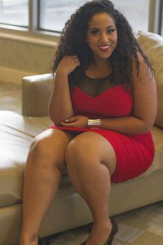 There's no other way to describe this photo gallery besides calling it Simply Stunning Photos of gorgeous BBW, Plus Size and Curvy Women. Curvy Plus Size, Plus Size Model, Beautiful Curves, Beautiful Black Women, Beautiful Smile, Justine Legault, Molliges Model, Big Thighs, Full Figured Women
