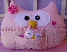 Almofada de coruja em feltro ou soft ( dependendo da disponibilidade ) super macia, fofura pura!! <br> para mamães de meninas