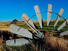 Fallen Soldier, Windmill & Barn, Lincoln County, WA.  D092804Wind08