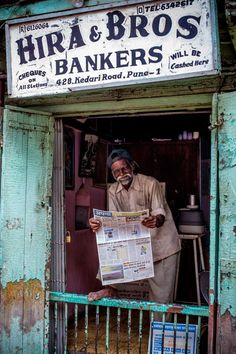 A Most Relaxed Bank Manager, Pune, India Wonders Of The World, In This World, India Street, Mother India, Rural India, Les Continents, Amazing India, India Culture, Vintage India