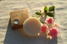 """Testissä #Oliivisaippua: Käyttäessä palasaippuaa iholle ei jäänyt suihkusaippuan jättämää liukasta """"limakerrosta"""". http://www.salonsydan.fi/uutisia/testissa-oliivisaippua/"""