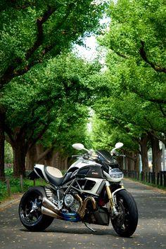 "Ducati Diavel ""DVC"" by Moto Corse"