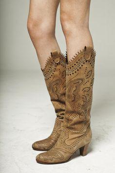 Visitá la nueva colección Invierno 16 en Rapsodia.com > Bota New Esmeralda Cuero