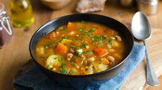 Kartoffel-, Linsen- oder Hühnersuppe - deftige Suppen haben in der kalten Jahreszeit einen festen Platz auf unserem Speiseplan. Wir stellen Ihnen hier sieben köstliche Rezeptevor.Gemüsesuppe - vegetarisch oder mit FleischIn dieser leckeren Suppe...