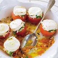 Recept - Gevulde tomaten met geitenkaas - Allerhande  Ook handig als je wat rijst over hebt van de dag er voor