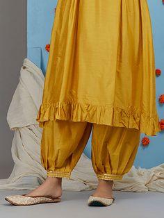 Best Trendy Outfits Part 23 Salwar Designs, Kurta Designs Women, Kurti Designs Party Wear, Blouse Designs, Salwar Pants, Kurta With Pants, Saris, Salwar Pattern, Kurta Patterns