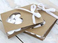 Heute habe ich eine Bastelidee für eine ganz einfache Verpackung für eure Gastgeschenke mitgebracht.   Die Verpackung eignet sich z.B. für M... Wedding Gifts For Guests, Wedding Favours, Fun Crafts, Diy And Crafts, Paper Crafts, Candy Gifts, Party Favor Bags, Valentines Diy, Handmade Crafts