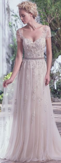Gorgeous 68 Vintage Wedding Dress That so Inspired from https://fashionetter.com/2017/09/09/68-vintage-wedding-dress-inspired/