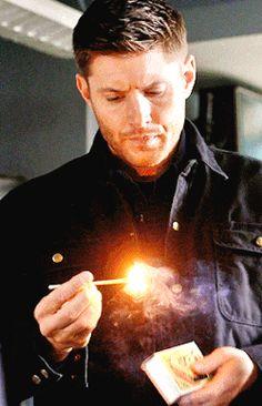 Jensen Ackles Supernatural, Winchester Supernatural, Castiel, Jensen Ackels, Spn Memes, Dean And Cas, Foto Gif, Super Soldier, Winchester Brothers