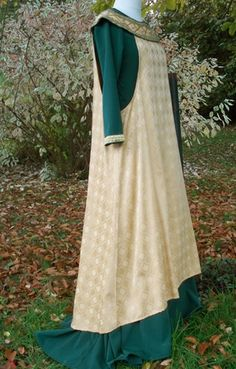 Ivory brocade sideless surcote with embroidered collar over green silk, satin, linen, cotton or flax kirtle.