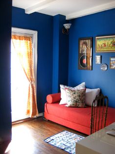 Find that perfect blue for your bedroom with Colorhouse hues in the WATER and DREAM color families.