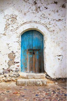 Old blue door Entrance Doors, Doorway, Old Doors, Windows And Doors, Vintage Doors, Knobs And Knockers, Rustic Doors, Unique Doors, Door Hinges