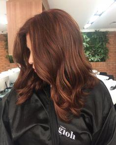 Ruivo escuro natural assinado pela hairstylist Selma Galdino, do Espaço Gioh