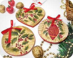 decoupage Christmas ornaments, maybe an idea to decoupage the bisque ornaments i have Christmas Ornament Wreath, Ornament Crafts, Christmas Projects, Christmas Tree Decorations, Holiday Crafts, Christmas Holidays, Christmas Decoupage, Wooden Ornaments, Diy Weihnachten
