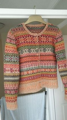 Orkney pattern by Marie Wallin Knit this women's fairisle cardigan from Rowan Knitting & Crochet Magazine a design by Marie Wallin using the beautiful yarn Felted Tweed (mer. Fair Isle Knitting Patterns, Fair Isle Pattern, Knitting Designs, Knit Patterns, Punto Fair Isle, Crochet Magazine, Knitting Magazine, Cardigans For Women, Pulls