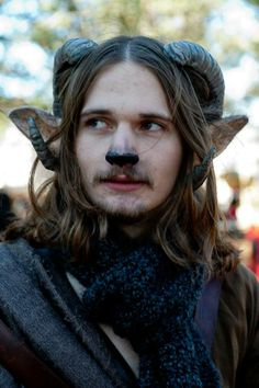 satyr costume - Yahoo Image Search Results While an element of the Opera, I was Woodland Creatures, Fantasy Creatures, Mythical Creatures, Larp, Diy Maquillage, Maquillage Halloween, Gn, Costume Makeup, Costume Ideas