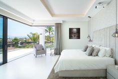 Modern Villa with Panoramic Sea Views for Sale in The Golden Mile, Marbella Dream Home Design, House Design, Modern Villa Design, Casas Containers, Modern Architecture House, Modern House Plans, Open Plan Kitchen, Modern Luxury, Luxury Villa