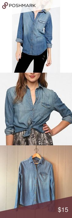 "BDG Urban Outfitters Chambray Button Down Shirt Gently used and so chic! Armpit to armpit is 18"". Length is 26"". Offers are welcome. ☺️ Urban Outfitters Tops Button Down Shirts"