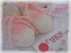 Scarpine neonato ai ferri by https://www.facebook.com/CreareconpassioneeamoreCreazioni/ … … … … … … … … … #knit #handmade #lemaddine #bebe