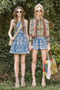 The complete Alice + Olivia Spring 2017 Ready-to-Wear fashion show now on Vogue Runway. Summer Fashion Trends, Fashion 2017, New York Fashion, Boho Fashion, Spring Fashion, Fashion Show, Womens Fashion, Fashion Design, Fashion Ideas