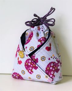 Japanischen Oshin Beutel nähen Wedding Favors Gift Bag Ideas Once brides have determined on their we Diy Sewing Projects, Sewing Projects For Beginners, Sewing Hacks, Sewing Crafts, Sewing Tips, Sewing Tutorials, Sacs Tote Bags, Diy Bags Purses, Japanese Sewing
