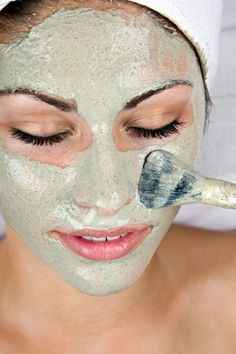 This roundup of homemade face mask recipes will have you pampering your skin in no time! Find the right homemade facial mask recipe for your skin type! I freaking love homemade beauty products! Beauty Care, Beauty Skin, Hair Beauty, Beauty Secrets, Beauty Hacks, Beauty Guide, Diy Beauté, Get Rid Of Blackheads, Pimples