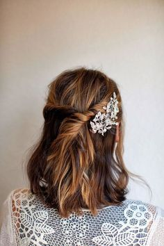 15 Gorgeous Short Holiday Hairstyles: Twisted Half-Up Style