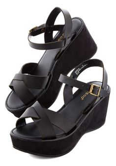 9c10acc1da9 Its no surprise that a black shoe like this one is easy to style