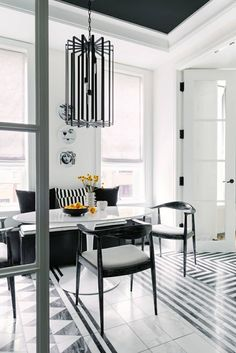 This dining space by Alida Coury Interiors is jam-packed with personality. Our Luxe Linen Roman Shades bring softness and symmetry. Photo by Aimee Mazzenga. Black And White Dining Room, Dining Room Windows, Elegant Dining Room, Interior Photo, Room Interior, Interior Design Services, Flooring, Schumacher, Interiors