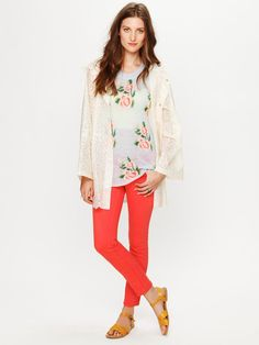 love this outfit... pop of color with the jeans