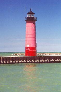 Kenosha Pierhead Lighthouse, Wisconsin at Lighthousefriends.com
