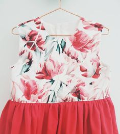 How's your Christmas shopping going? Are you organised and had it finished months ago, or do you fight the crowds in the last few days? Christmas Shopping, Poppy, Crowd, Floral Tops, That Look, It Is Finished, Ruffle Blouse, Day, Instagram
