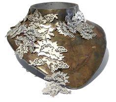 Spitzencolliers aus Silber von Alja Neuner, eines der vielen kreativen Stücke, die in der Langen Nacht der Schmuckkunst probiert werden könnenLong Night of jewelery to Second / Online Magazine / Art Aurea