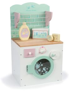 Doing laundry has never been more fun!! The gorgeous new HoneyHome Washing Machine from Le Toy Van is a beautiful and fun-to-play wooden washing machine and airer set with accessories!