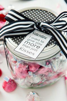 Romantic Mason Jar Valentine with Free Printable || Perfect for Him! Valentine's Day gift idea.