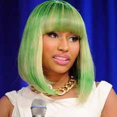 Nicki Minaj is taking criticisms about her colorful hairstyles in stride and continuing to rock the flamboyant styles. She recently explained her penchant for brightly colored wigs. Nicki Minaj Wig, Nicki Manaj, Nicki Minaj Hairstyles, Nicki Minaj Pictures, Hair Unit, Bangs With Medium Hair, Green Wig, Colored Wigs, Short Wigs