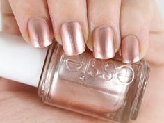 In love with this Rose Gold nail polish from Essie Rose Gold Nail Polish, Fall Nail Polish, Gold Nail Art, Essie Nail Polish, Best Nail Polish, Nail Polish Colors, Nail Colors For Pale Skin, Nail Colour, Rose Nails