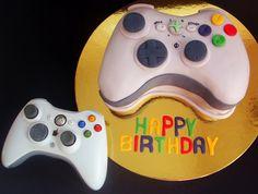 Xbox control cake. Este pastel seria ideal para un chico o chica le gusta pasar esas horas con la mano en el control y seguir una aventura o que opinan.