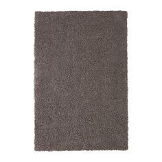 HÖJERUP Koberec, vysoký vlas IKEA Protiskluzové podložení udržuje koberec pevně na místě a snižuje nebezpeční uklouznutí.