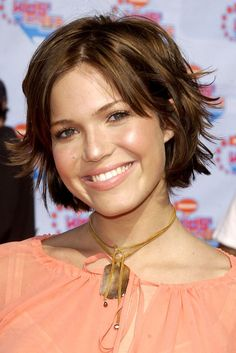 Mandy Moore: A Beauty Evolution To Remember Edgy Haircuts, Girls Short Haircuts, 90s Hairstyles, Layered Haircuts, Medium Hair Cuts, Short Hair Cuts, Medium Hair Styles, Curly Hair Styles, Mandy Moore Short Hair