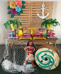 Decoração mini table Moana Moana Birthday Decorations, Moana Theme Birthday, Moana Themed Party, Frozen Theme Party, Sleepover Birthday Parties, Safari Birthday Party, Luau Birthday, 1st Birthday Girls, Aloha Party