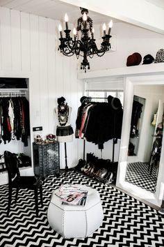 Adela Chevron Black and White Area Rug http://www.vielleandfrances.com/products/adela-chevron-black-and-white-area-rug