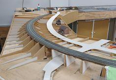 Littlehempston - Model Railways On-Line N Scale Model Trains, Model Train Layouts, Scale Models, Train Ho, Lionel Trains Layout, Ho Scale Train Layout, Model Railroader, Model Railway Track Plans, Carriage Clocks