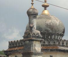 Single head, two bodies Nandi, Raja's tomb, Gadhige, Madikeri