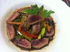 Ventresca de tonyina amb verduretes i salsa de soja